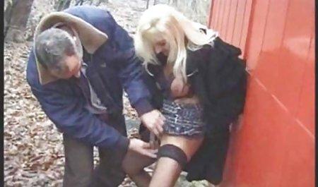 Ibu-ibu di control muncrat dua tante girang di salah satu adegan indo hot porn dadu