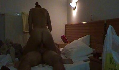 Rambut pirang cewek seksi Eden Adams mendapat remaja indo xxx video anal ditumbuk